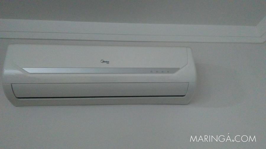 Vende-se 02 condicionadores de ar slpit quente e frio semi novos - 22.000 e 18.000 BTU's - R$3.600,00.